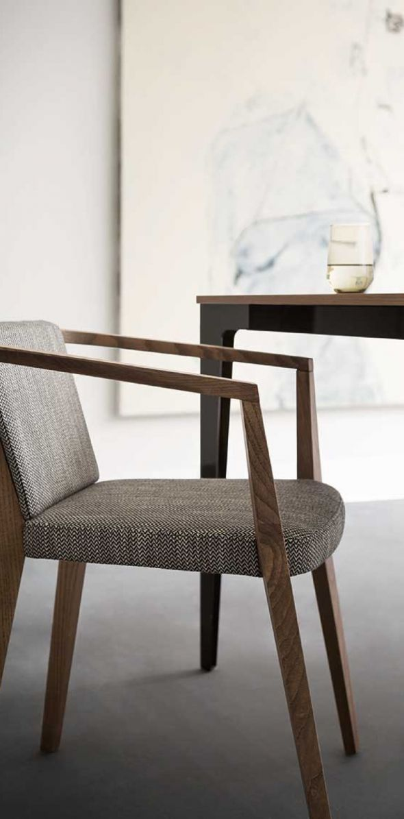 tavoli-sedie-complementi-moderni-8-min54921CF1-47DE-5A4A-9711-CBA042F87F90.jpg